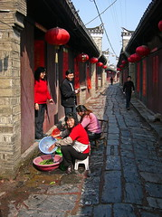 Street Life in Sanhe Ancient Town (Wolfgang Bazer) Tags: sanhe 三河 三河鎮 肥西縣 anhui 安徽 ancient town altstadt china street life local people peoples strasenszene