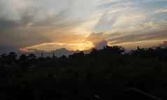 A la sombra del sol (johnmoralesh) Tags: landscape background airelibre amazing shadows shadow sun sunset summer atardecer pereira colombia beautiful naturaleza nature nikon 35mm sol