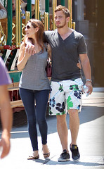 Kelly Brook (antoniusadibudyono) Tags: fulllength pap candid casual skinnyjeans tightjeans sunglasses bubbles rugby swimmingtrunks pda bottledwater bubblesflowing tanktop romance
