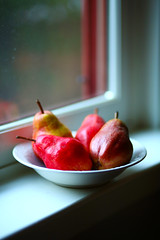 Two pairs of pears. (Eric Londgren Photography) Tags: pears fruit pairsofpears oakland glenview fruitvale canon5dmark3 85mm18lens red bokeh