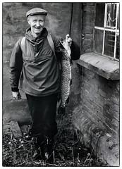 Gjeddefisker på Hersjøen (Krogen) Tags: norge norway norwegen akershus romerike mogreina hersjøen krogen praktica analog svarthvitt svhv blackwhite bw