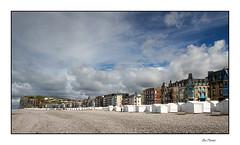 Les cabanons blancs (Rémi Marchand) Tags: cabinesdeplage cabanon merslesbains picardie littoral architecture ciel plage falaise hautsdefrance france manche