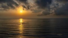 Dorando el amanecer (Fotgrafo-robby25) Tags: alicante amanecer costablanca marmediterráneo nubes reflejosenelagua sol sonyilce7rm3