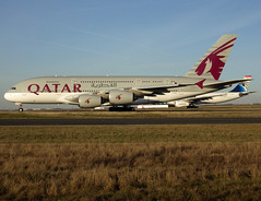 A7-APJ, Airbus A380-861, c/n 254, Qatar Airways, CDG/LFPG 2018-12-25, taxiway Bravo-Loop. (alaindurandpatrick) Tags: qr qatarairways qtr qatari airlines airliners airbus a380 a380800 airbusa380 airbusa380800 megabus cdg lfpg parisroissycdg airports aviationphotography