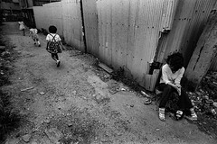 Back street 668 (soyokazeojisan) Tags: japan osaka city street bw people blackandwhite monochrome analog olympus m1 21mm film trix kodak memories 1970s om1