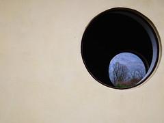 Attraverso (Vincenzo Elviretti) Tags: bellegra vaccarecce valle di cona provincia roma lazio italia europa campeggio abbandonato rudere abandoned muro wall grotte arco dellarco