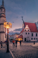 Blue hour in the old town square (Vagelis Pikoulas) Tags: canon 6d tokina 2470mm city cityscape landscape urban poznan poland europe travel holidays light lights lightroom 2019 january winter