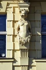 Prager Fassadendetails - 29 (fotomänni) Tags: prag praha prague kunst art reisefotografie statue skulpturen skulptur sculpture manfredweis