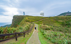 Sandiaojiao Cape Lighthouse, Taiwan (TeunJanssen) Tags: taiwan taipei cape sandiaojiao lighthouse hike hiking trail travel traveling trip roadtrip backpacking olympus omd omdem10 hills grass clouds cloudy hdr