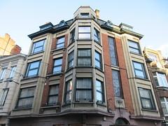 Apartments, corner on Rue des Carmes, Namur, Belgium (Paul McClure DC) Tags: belgium belgique wallonie wallonia feb2018 namur namen ardennes historic architecture
