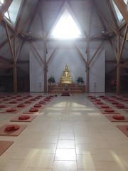 Facing the Buddha statue (seikinsou) Tags: amaravati england meditation retreat retreatcentre temple cushion architecture interior mat summer midsummer