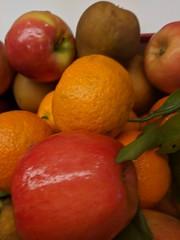 Office Fruit (earthdog) Tags: 2018 googlepixel pixel androidapp moblog cameraphone work office food edible fruit orange apple