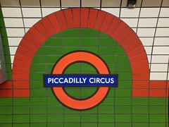 20190101_080653 (christeli_sf) Tags: london underground piccadilly