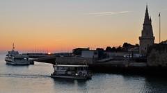 La Rochelle, Entrée du vieux port (thierry llansades) Tags: larochelle 17 aunis solein tour tours port vieuxport charente charentemaritime charentes charentesmaritime poitou aquitaine poitoucharentes lapallice saintnicolas chaine bateau bateaux ocean atlantique plage plages coucherdesoleil