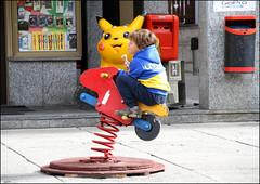 Hop Hop cavallo... (Maulamb) Tags: gioco cavallo cavalloadondolo bambino livigno