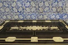 blues (3) (canecrabe) Tags: escurial palais monastère appartement philippeii saintlaurent écritoire ébène ivoire azulejos bleu céramique carreau musée