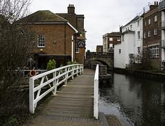 Newbury, Berkshire (Terrycym) Tags: berkshire newbury kennetavoncanal england lockstockandbarrel canal pub