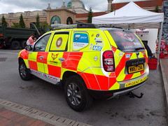 6217 - BBM - MW67 CNA - 101_2128 (Call the Cops 999) Tags: uk gb united kingdom great britain england 999 112 emergency service services vehicle vehicles response responders greater manchester north west blood bikes dacia duster mbb mw67 cna trafford centre day the