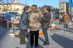 JH-IMG_3592 A (visionspartageesjh) Tags: brocante personnes dicussion flou arrière plan street rue people