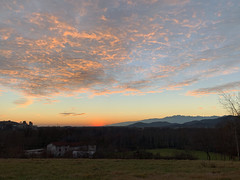 (Paolo Cozzarizza) Tags: italia friuliveneziagiulia pordenone castelnovodelfriuli cielo tramonto panorama alberi erba