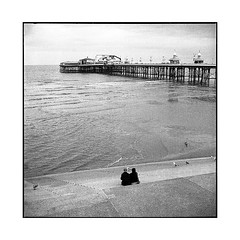 alone(s) • blackpool, uk • 2018 (lem's) Tags: alone couple seul plage beach fair foire boardwalk dock blackpool uk rolleiflex t