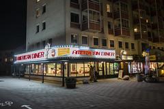 American Diner (Rudi Pauwels) Tags: 2019onephotoeachday goteborg gothenburg sverige sweden schweden lundby hisingen wieselgrensplatsen americandiner evening highiso handheld zoom sigma 1850mm sigma1850mm nikon d7100 nikond7100