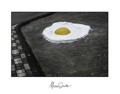 Een ei, hoort erbij (Marian Smeets) Tags: ei eindhoven egg straat street straatfotografie streetphotography nikoncoolpixs9100 mariansmeets 2018 art kunst