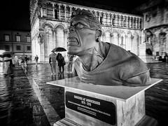 Ranxerox (Bruno Olivieri) Tags: italia italy fuji streetphotography x30 toscana tuscany biancoenero monocromo persone lucca strada brunoolivieri luccacomicsandgames2018 ritratto