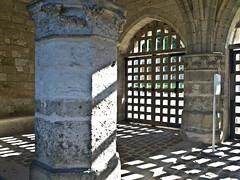 Schatten / Shadows (schreibtnix on 'n off) Tags: reisen travelling frankreich france normandie jumièges kathedrale cathedral schatten shadows olympuse5 schreibtnix