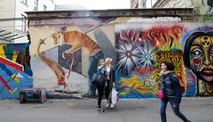 Berlín_0554 (Joanbrebo) Tags: berlin mitte de deutschland canoneos80d eosd efs1018mmf4556isstm autofocus streetart pintadas murales murals grafitis gente gent people