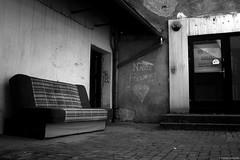 """""""Nasze podwórko"""" / """"Our backyard"""" - Cieszyn 2018 (Tomek Szczyrba) Tags: blackandwhite noiretblanc enblancoynegro inbiancoenero bw monochrome czerń biel czerńibiel noir czarnobiałe podwórko backyard napis ściana mur wall text napisnaścianie ulica street streetphoto fotografiauliczna streetphotography miasto city town biuro projektowe wersalka polska poland designoffice couch"""