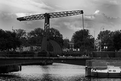 I Learn It From A Book! (Alfred Grupstra) Tags: blackandwhite bridgemanmadestructure river water architecture famousplace outdoors nauticalvessel urbanscene history old builtstructure pier nature england tree travel oldfashioned city sky