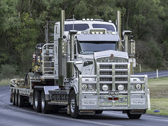 2017 Kenworth T909 of Fardell's Heavy Haulage (Paul Leader - Paulie's Time Off Photography) Tags: coonabarabrannsw kenworth kenwortht909 nswfhh909 t909 olympus olympusomdem10 paulleader vehicle truck australianroadtransport roadtransport roadhaulage road highway transport transportation australiantrucks aussietrucks roadfreight primemover lorry nsw newsouthwales australia