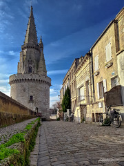 Tour de La Lanterne - La Rochelle (mg photographe) Tags: rouge la rochelle charente maritime port océan france remparts pierre sky ciel bleu blue