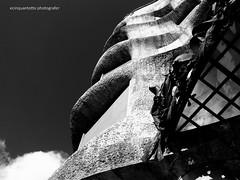 Gaudì (Ecinquantotto (+ 1.750.000 views !!! GRAZIE) Tags: architettura architecture art arte abstract olympus spagna spain barcelona barcellona gaudì prospettiva bn bw blackwhite diagonale diagonal dinamismo