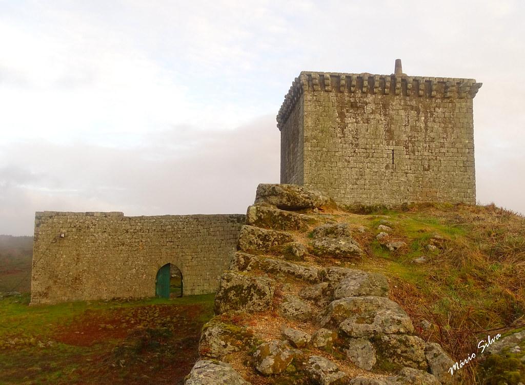 Águas Frias (Chaves) - ... o castelo de Monforte de Rio Livre (monumento Nacional) ...
