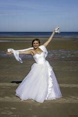 Vive la marié 😉 (musette thierry) Tags: musette shooting d800 nikon blanc mer jeux jeune marié nikkor