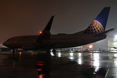 under the darkness of night...... (GeorgeM757) Tags: united 737724 737 kcle clevelandhopkins nightairplane artistic georgem757 rain ramp boeing
