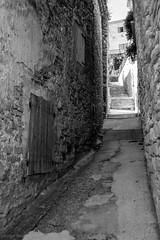 Balade dans les rues de Caromb -9 (LaurentBourdier) Tags: rue street streets photgraphy art outside escaliers vaucluse provence france blackandwhite