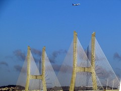 vasco da gama bridge (lualba) Tags: vascodagamabrücke bridge ponte lisboa lissabon lisbon portugal sky himmel airplane flugzeug wolken clouds