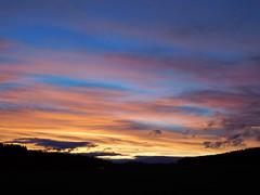 ....Bob Ross?? (elisabeth.mcghee) Tags: abendrot abendhimmel abendsonne sunset sonnenuntergang himmel sky wolken clouds unterbibrach bäume trees wald forest oberpfalz upper palatinate