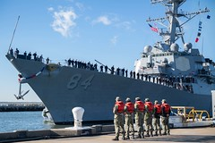 Sailors stand by as USS Bulkeley pulls into Naval Station Norfolk. (Official U.S. Navy Imagery) Tags: homecoming navalstationnorfolk sailors ussbulkeley norfolk virginia unitedstates