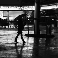 Measuring the place (pascalcolin1) Tags: paris femme woman nuit night pluie rain ombre shadow reflets reflection parapluie umbrella photoderue streetview urbanarte noiretblanc blackandwhite photopascalcolin 50mm canon50mm canon lumière light carré square