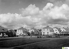 tm_5758 - Tidaholm, Västergötland 1936 (Tidaholms Museum) Tags: svartvit positiv tidaholm stadspark 1936 1930talet bostadshus exteriör