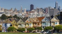 Painted Ladies, Alamo Square, San Francisco (mon_T) Tags: famousplace internationallandmark paintedladies westernaddition sanfrancisco california usa americanculture cityscape skyscraper house architecture suburb city town outdoors horizontal colorimage theamericas northamerica urbanskyline residentialdistrict day downtowndistrict homeownership officebuildingexterior financialdistrict residentialbuilding builtstructure rooftop nopeople modern buildingexterior