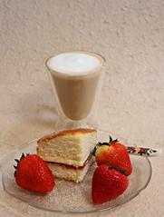 2018 Sydney: Coffee + Strawberries + Sponge Cake (dominotic) Tags: 2018 food coffee fruit strawberries dessert jamandcreamspongecake yᑌᗰᗰy sydney australia