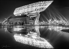 Antwerp 'Havenhuis' (Jochem.Herremans) Tags: antwerp belgium havenhuis blackandwhite luminar skylum fujifilm xt3 zahahadid reflection lights beam diamonds