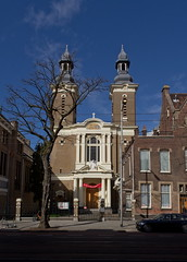 Rotterdam - Paradijskerk (Grotevriendelijkereus) Tags: rotterdam netherlands nederland holland zuid gebouw building architecture architectuur kerk church tower toren exterior gevel gable oudkatholiek neobarok