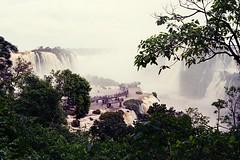 Cataratas del Iguazú V (mavricich) Tags: agua cascada roca gente cataratas falls pasarela argentina brasil paisaje obra luz neblina bosque río árbol