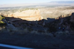 Race Track (trainmann1) Tags: nikon d7200 amateur co colorado trip vacation october oct 2018 fall west western scenic coloradonationalmonument monument nationalparkservice grandjunction rockformations rocks coloradoplateau granite rimrockdrive tiltshift blurred cars miniature driving handheld
